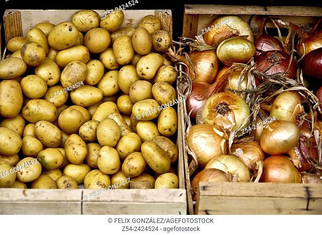 Potatos and Onions at Grado street market, Asturias, Spain
