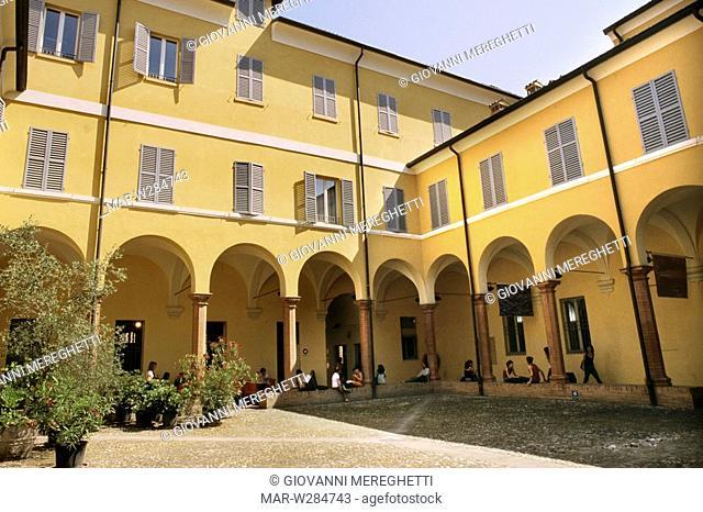 cortile della galleria civica di modena, emilia romagna, italia