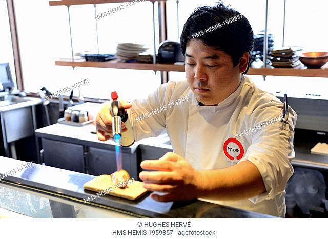 Peru, Lima, Miraflores District, nikkei restaurant Maido, Mitsuharu Tsumura preparing sushi