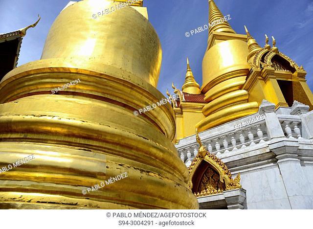 Wat Mongkrut Krasat Thiyaram in Bangkok, Thailand