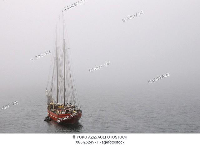 Norway, Svalbard islands, Spitsbergen island, sailing ship