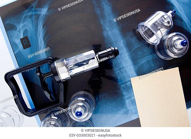 Set for vacuum massage and treatment of respiratory disease