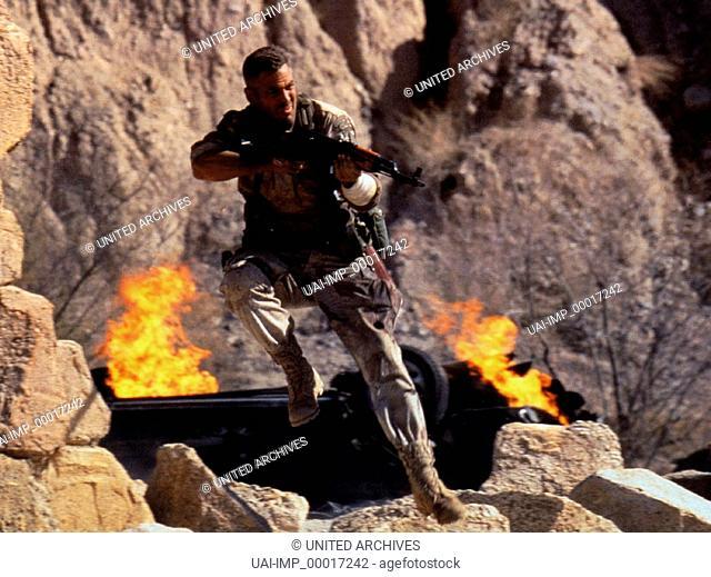 Three Kings - Es ist schön König zu sein, (THREE KINGS) USA 1999, Regie: David O. Russell, GEORGE CLOONEY, Stichwort: Sprung, Gewehr, Waffe, Schießen, Feuer