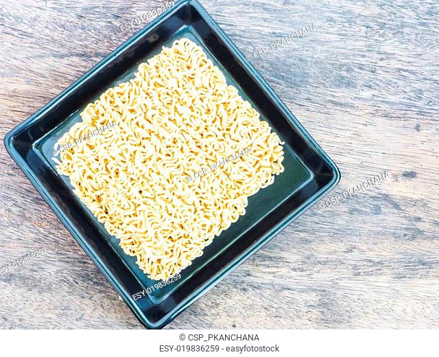 instant noodles in square dish
