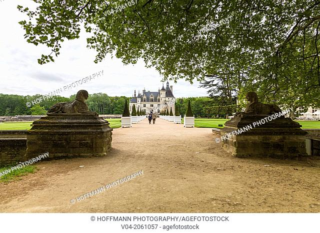 Entrance to the beautiful Château de Chenonceau (Chenonceau Castle) in the Loire Valley, Indre-et-Loire, France, Europe