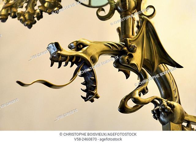 Spain, Catalonia, Barcelona, Passeig de Gracia, Casa Amatller, Dragon shaped lantern stand