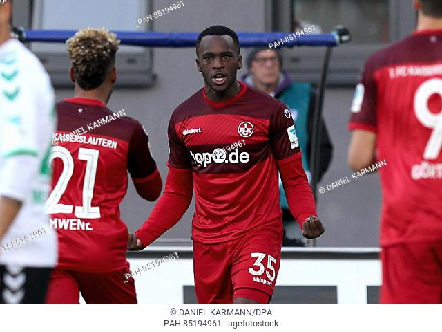 Kaiserlautern's Osayamen Osawe (C) celebrates after giving his side a 1:0 lead during the 2nd Bundesliga soccer game between SpVgg Greuther Fuerth and 1