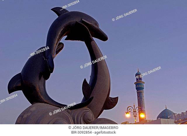 The dolphin statue and the minaret of the Rasool Azam Mosque