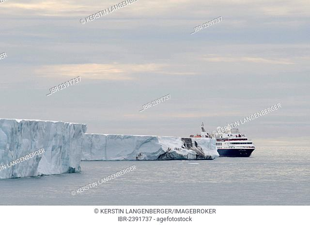 Expedition cruise ship, Silver Explorer from Silversea Expeditions passing along the front of the Bråsvellbreen Glacier, Austlandet, Spitsbergen, Svalbard