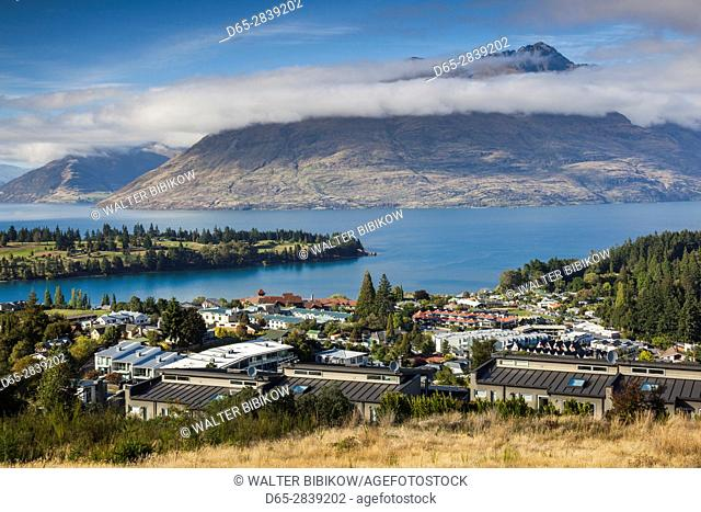 New Zealand, South Island, Otago, Queenstown, elevated town view with Lake Wakatipu