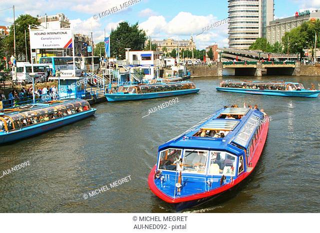 Pays Bas -Amsterdam - Le port de la gare