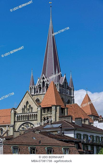 View of Notre Dame Cathedral and old town, Place de la Cathédrale, Lausanne, Canton of Vaud, Western Switzerland, Switzerland