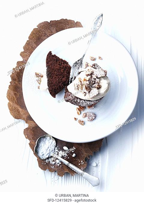 Warm chocolate cake with cream and pecans