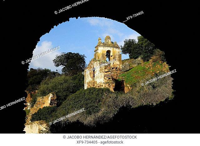 Ruinas del convento franciscano de La Luz de Moncarche.S.XVI. Badajoz .Extremadura.España