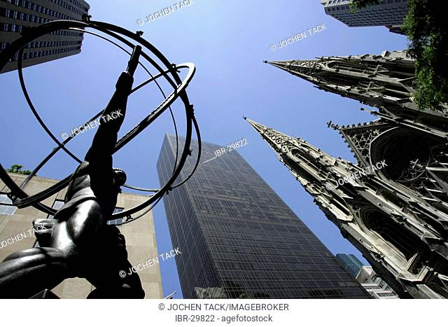 USA, United States of America, New York City: Midtown Manhattan, 5th Avenue. St. Patricks Cathedral and Atlas statue at the Rockefeller Center