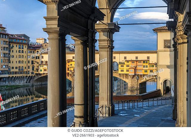 Italy, Toscana (Tuscany), Firenze (Florence). Ponte Vecchio, view from Uffizi courtyard