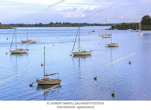 Bay of Kerners in the Gulf of Morbihan, Arzon, Rhuys Peninsula, Arrondissement of Vannes, Morbihan Department, Brittany Region, France, Europe