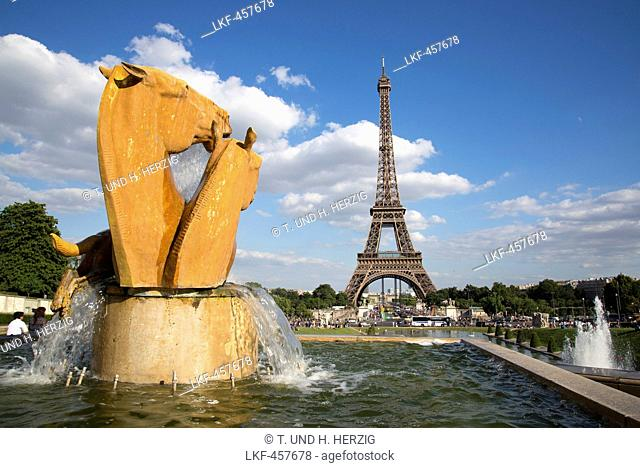 Sculptures at Place Trocadero, Eiffel tower in the background, Paris, France, Europe
