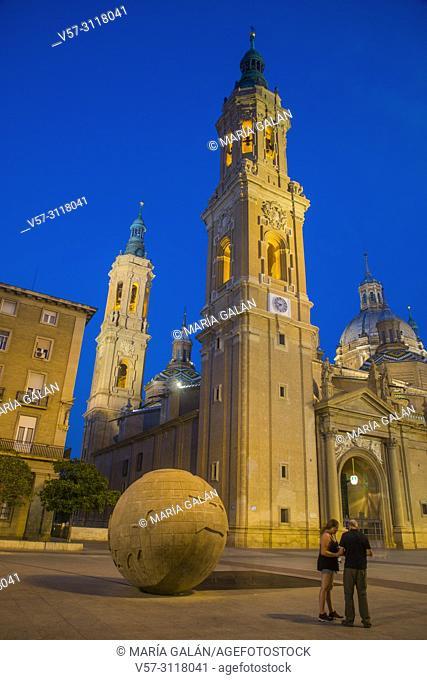 El Pilar basilica, night view. Plaza del Pilar, Zaragoza, Spain