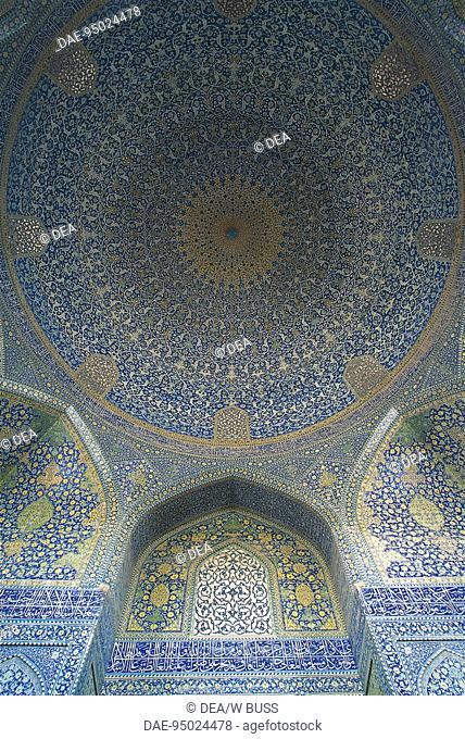 Iran - Esfahan, Meidan Emam (Imam Square, a World Heritage Site by UNESCO, 1979). The mosque of the Imam (Masdjed Shah-E), ext