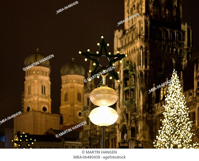 Marienplatz with Christmas fair and Christmas tree in front of the city hall, Munich, Bavarians, Germany