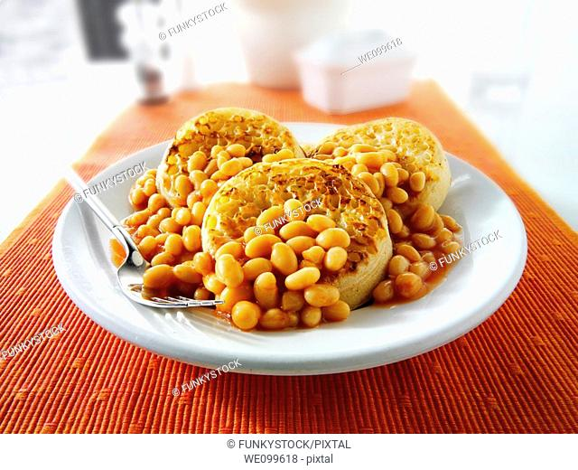 Baked beans on crumpets