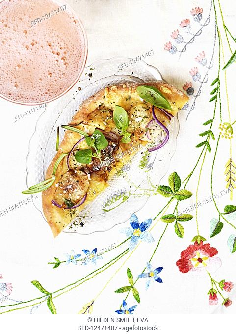 Flat bread pizza with potatoes, red onions and basil