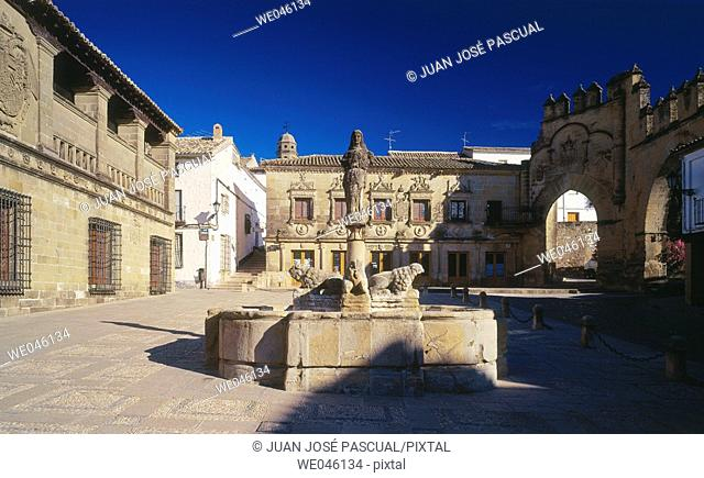 Fountain in Plaza del Pópulo, Baeza. Jaén province, Andalusia, Spain