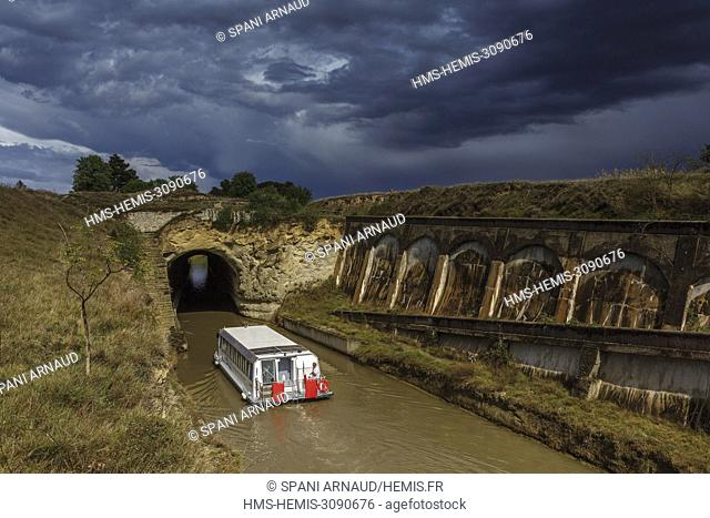 France, Herault, Colombiers, Malpas tunel, barge breaking into the tunnel of Malpas