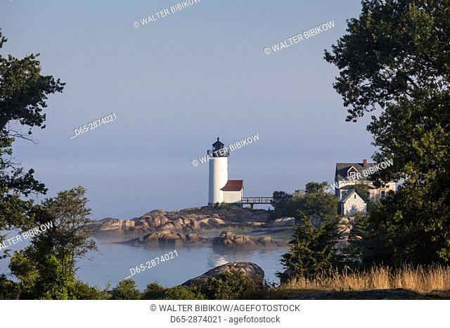 USA, Massachusetts, Cape Ann, Annisquam, Annisquam Lighthouse in fog