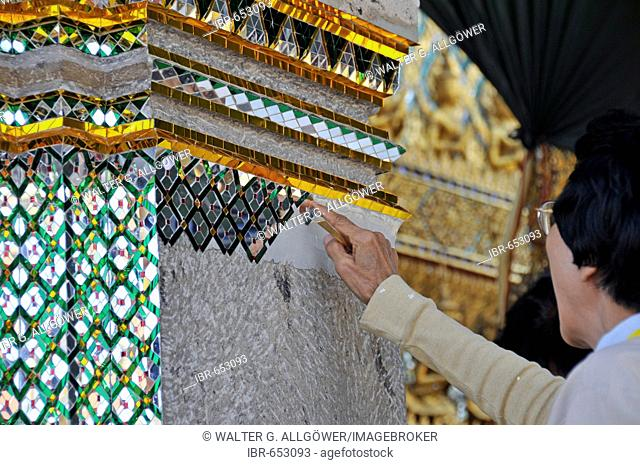 Restoration works: Phra Mondhop (library) in Wat Phra Kaeo Grand Palace (Temple of the Emerald Buddha), Bangkok, Thailand, Southeast Asia, Asia
