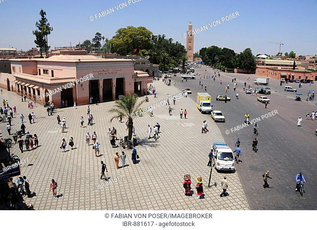 Djemma el-Fna Square, Imposter Square or Square of the Hanged, in front of the Koutoubiya Mosque, Marrekesh, Morocco, Africa