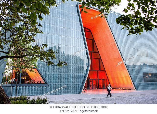 Museum of the History of Polish Jews, designed by Rainer Mahlamaki. Warsaw. Poland