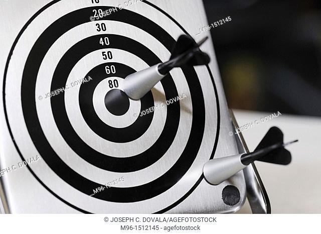 Small magnetic dart set