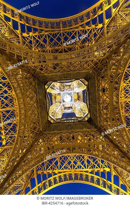 Illuminated Eiffel Tower at night, tour Eiffel, Champ de Mars, Paris, Ile-de-France, France