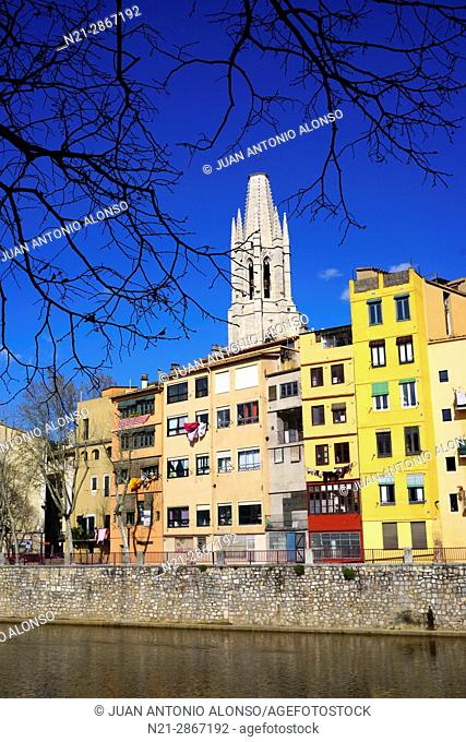 Buldings on the Onyar River and the tower of Sant Feliu Church. Girona, Catalonia, Spain, Europe
