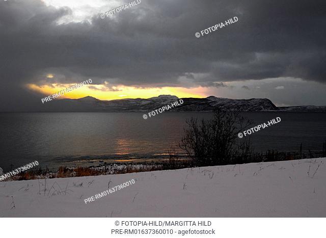 Look on the Staumsfjorden from Kvaløya island, Troms Fylke, Norway / Blick auf den Staumsfjorden von der Insel Kvalöya, Troms Fylke, Norwegen