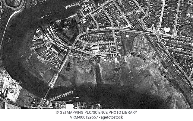 Transition between aerial images of Southampton taken in the middle of the 20th century and in 2004. The region has undergone significant development in the...