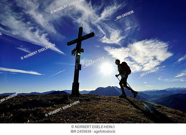 Hikers on the summit of Mount Fellhorn, Reit im Winkl, Chiemgau region, Upper Bavaria, Bavaria, Germany, Europe
