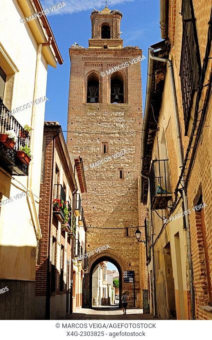 Street and tower of Santa María Church. Arévalo, Segovia, Spain