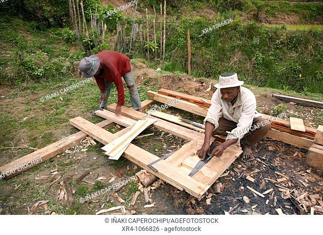 Zafimaniry carpenters, Sakaivo, Zafimaniry country, Fianarantsoa, Madagascar