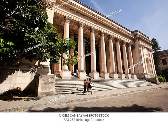 Students at the courtyard of the Havana Univercity, Vedado, Havana, Cuba, West Indies, Central America