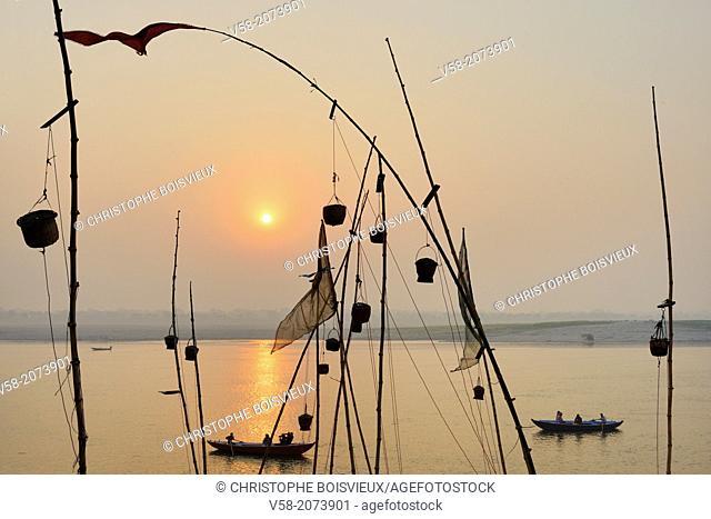 India, Uttar Pradesh, Varanasi, Sunrise on the Ganges