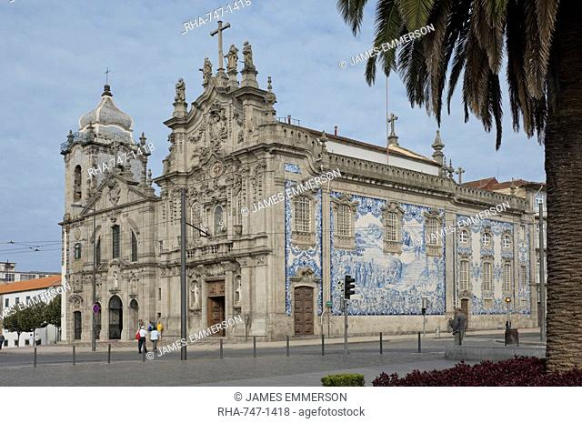 The combined churches of Igrega dos Carmelitas and Igreja do Carmo with blue tiled wall, Oporto, Portugal, Europe