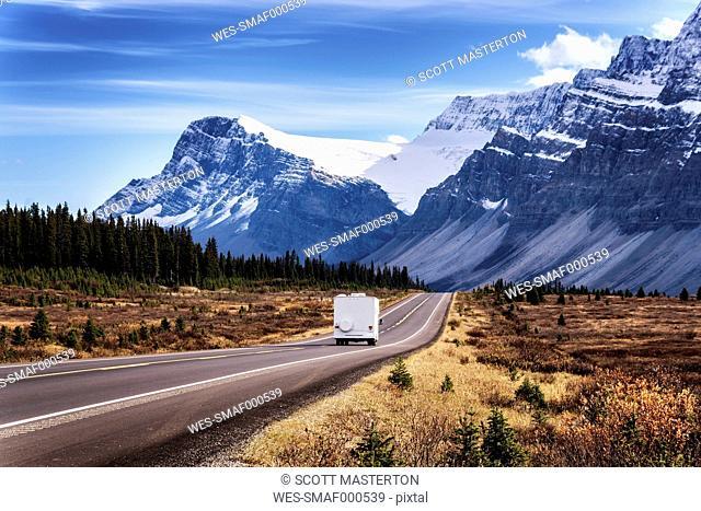 Canada, Alberta, Jasper National Park, Icefields Parkways, camper van on the road