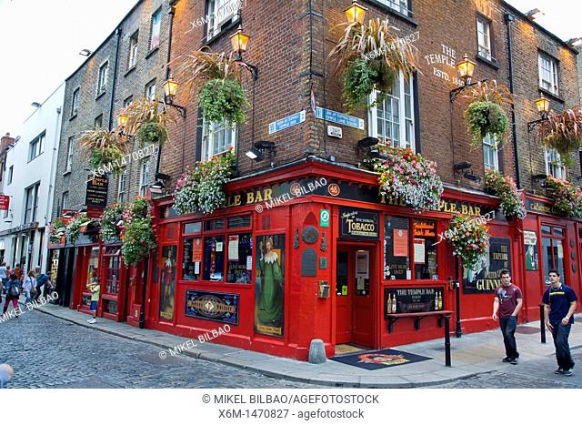 Street and pub in Temple Bar  Dublin  Ireland
