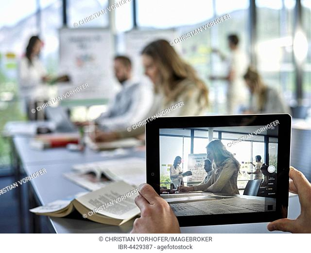 Photo with an iPad, Creative teamwork, presentation, brainstorming, project work, workshop, training, seminar for executives, adult education, Austria