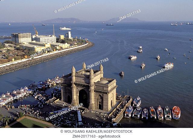 INDIA, MUMBAI (BOMBAY), GATEWAY TO INDIA