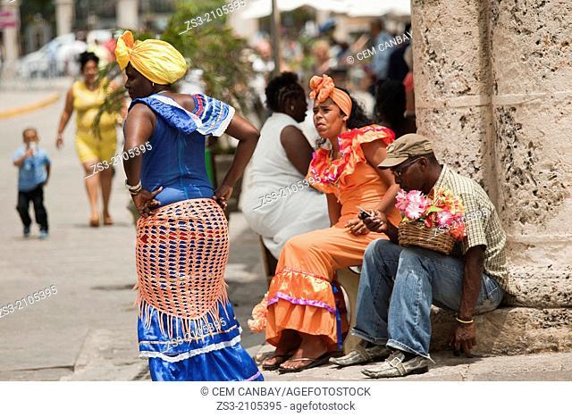 Street entertainers at Cathedral Square, Plaza de la Catedral, Havana Vieja, Havana, Cuba, West Indies, Central America