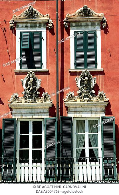 Windows of Palazzo del Medico (18th century), Alberica Square, Carrara, Tuscany, Italy